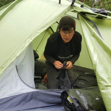Lagerfeuerromantik bis zum Verrenken – unser Zelt in Ausrüstung im Einsatz
