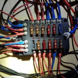 Sicherungshalter und Kabelverteiler für 12 Verbraucher